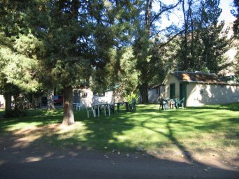 lawn-area-among-the-cabins