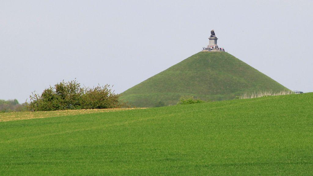 Lions-Mound-at-Waterloo-4