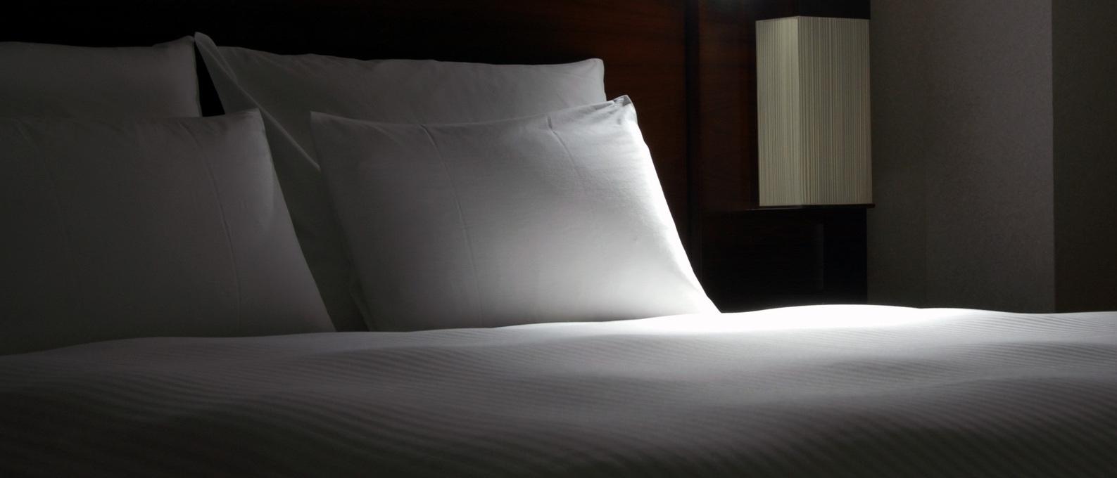 tokyo-hilton-bed-1223174-1598x1224
